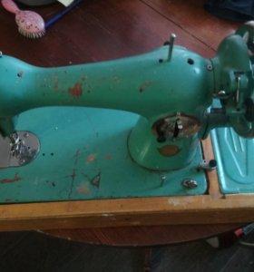 Швейная машина, бу, в рабочем состоянии