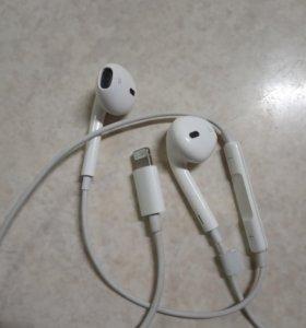 Apple EarPods с разъемом Lighting