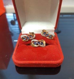 Набор: серьги и кольцо. Золото 585 пробы.