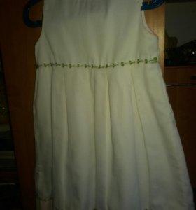 Белое платье на подкладе