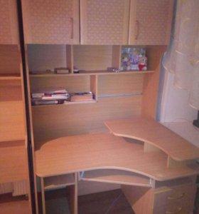 Школьная стенка+ комп.стол