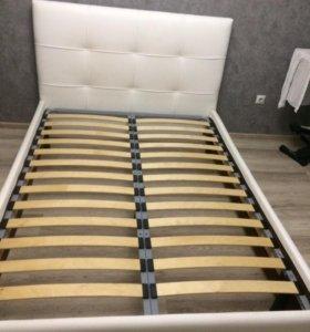 Кровать белая из экокожи