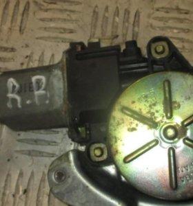 Honda CR-V Моторчик стеклоподъемника задний правый
