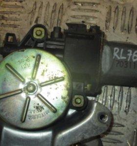 Honda CR-V Моторчик стеклоподъемника задний левый