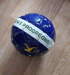 Новый футбольный мяч Pele.