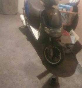 Продам скутер Stels Skiff