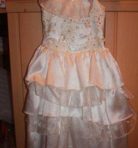 Нарядное платье ручной работы.