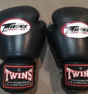 Перчатки боксерские Twins 16 oz