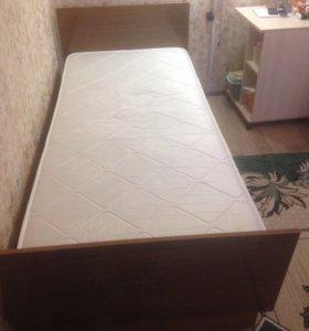 Кровать односпальная с матрасом ( на пружинах)