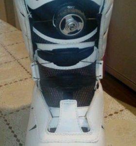 Новые женские ботинки для сноуборда VANS