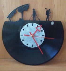 """Часы настенные """"Копатели""""."""