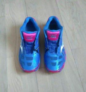 Кроссовки для волейбола Mizuno размер 38,5