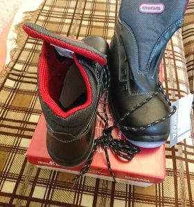 Кожаные ботинки с металлической вставкой в носке