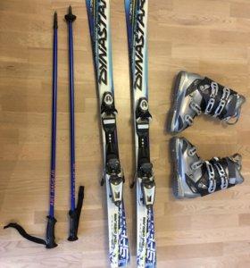 Горные лыжи, горнолыжные ботинки.
