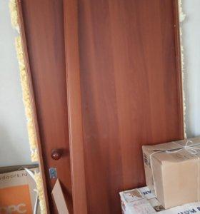 Дверь входная строительная