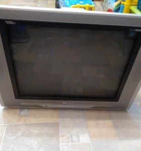 Телевизор цветной Rolsen с пультом.