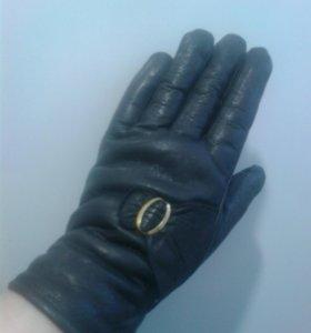 Перчатки женские кожаные.