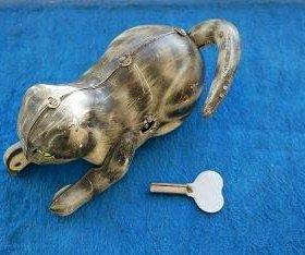 Жестяная заводная игрушка Кошка кот с мячом СССР