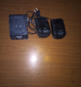Продам аккумуляторы и зарядное о шуруповерта Фиа