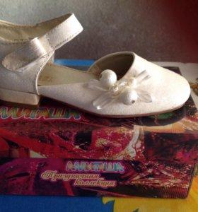 Туфли для девочки праздничные