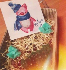 Новогодний набор (мыло+теплые носочки+открытка)🎁