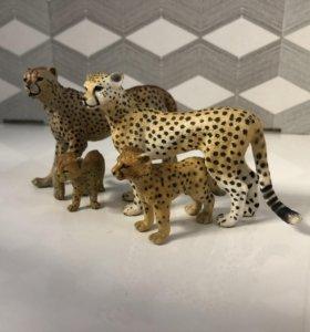 Пластмассовая семейка гепардов