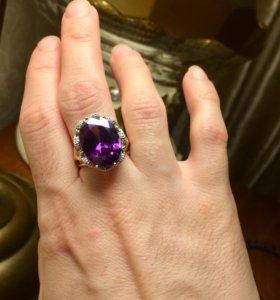 Шикарное золотое кольцо с бриллиантами и аметистом