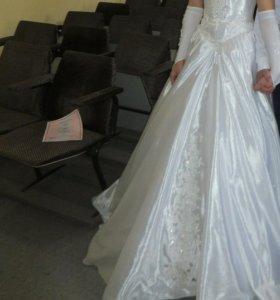Свадебное платье +перчатки ,р-р 42-46.