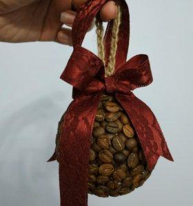 Кофейный ёлочный шар