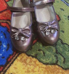 Туфли для девочки одеты несколько раз