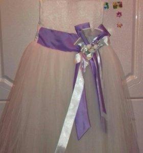 Продается платья на Новый год на лет 6-8