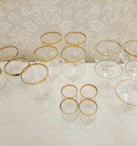 Набор бокалов и рюмок