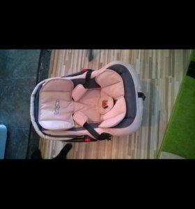 Автомобильное детское кресло люлька