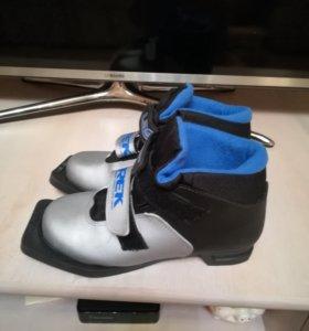Ботинки лыжные. Размер 34.