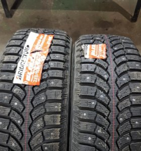 215/60 R16 Bridgestone spike-01 новые