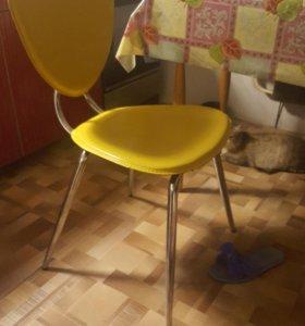 Стулья желтые 3шт. Кухонные