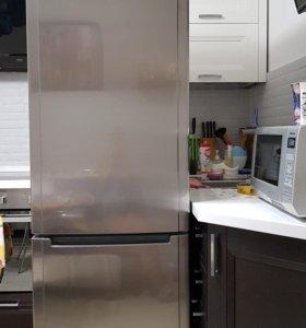 Холодильник Hotpoint- Ariston