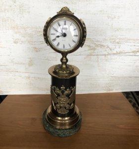 Часы с гербом