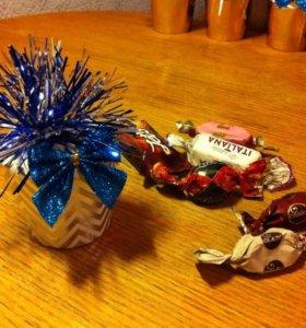 Подарочек с конфетами