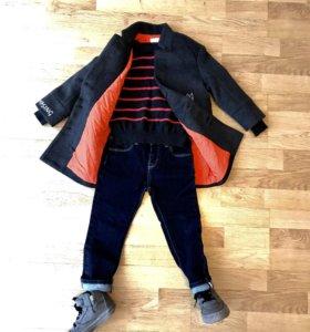 Комплект одежды на весну,пальто,джинсы,кофта,кеды