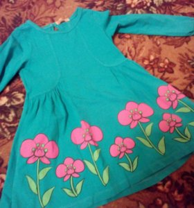 Продам платья возраст 4-5 лет