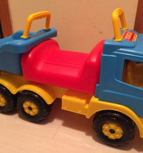 Машинка-каталка грузовик