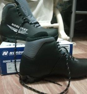 Новые!!! Лыжные ботинки