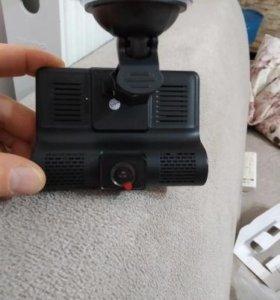 Видеорегистратор с 3 камерами
