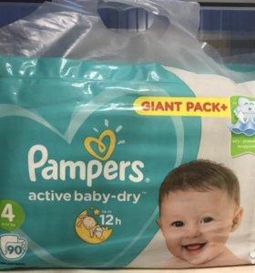 Подгузники Памперс актив беби.