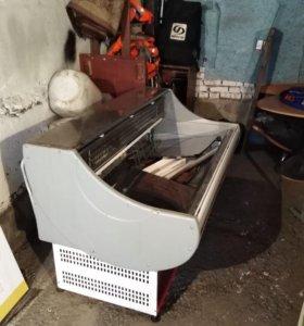 Холодильная витрина и уголк потребителя.