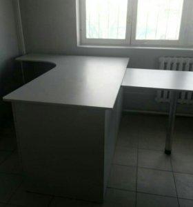Стол с бриф-приставкой