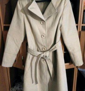 Женское пальто.