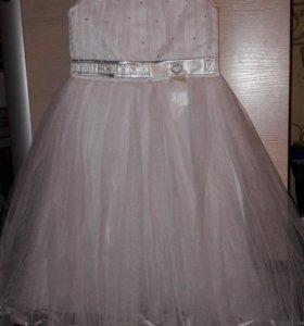 Праздничное платье 128.