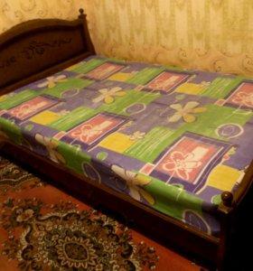 Кровать.